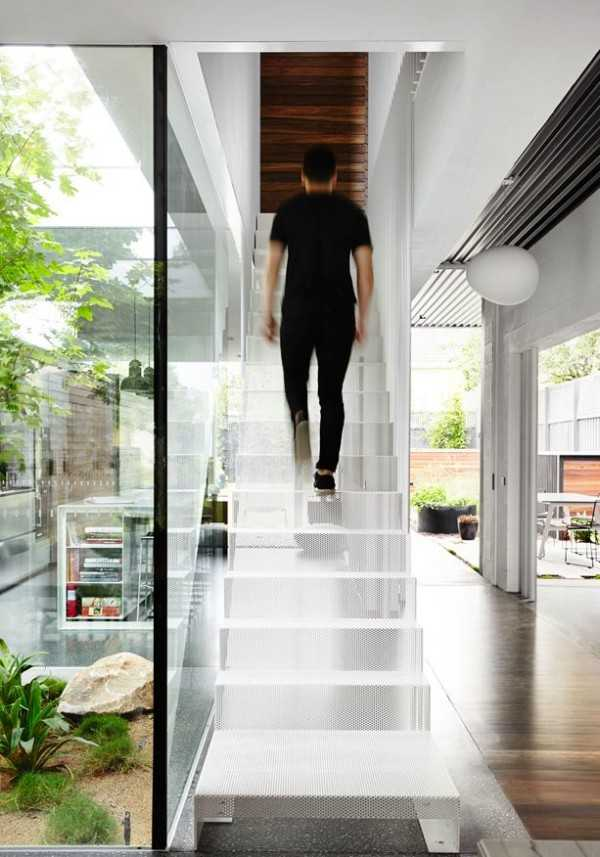 transparent-mesh-staircase